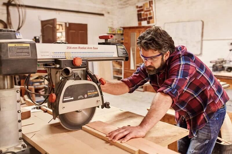 Radial arm saw makes up to 7 different cuts with multiple angles