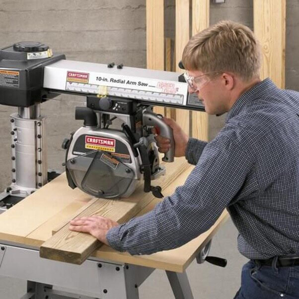 A more powerful and more cutting-edge saw is the radial arm saw