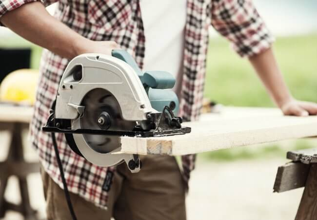 The circular saw's design is very light and compact like a portable hand saw